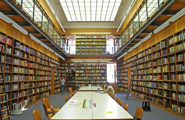 Estudiar Ciencias Políticas en Alemania - Biblioteca de la Unviersidad de Frankfurt